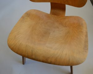 The seat of Eames lcw