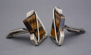 Side view of Rancho Alegre sterling modernist cufflinks with tiger eye.